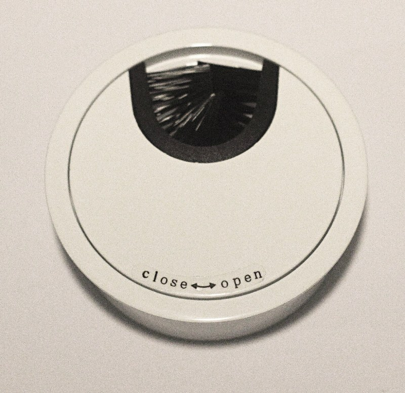 Kabeldurchführung Metall Ø 66mm weiß lackiert